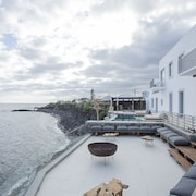 White Exclusive Suite & Villas