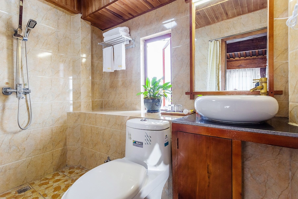 Bathroom, Lijiang Tailai Inn