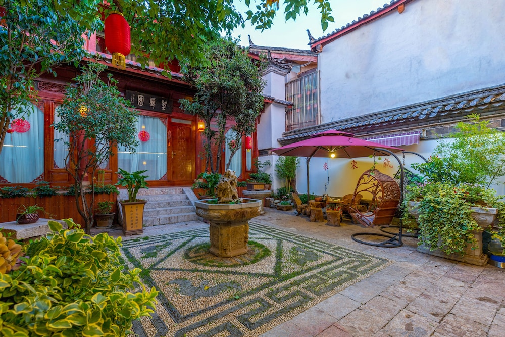 Featured Image, Lijiang Tailai Inn