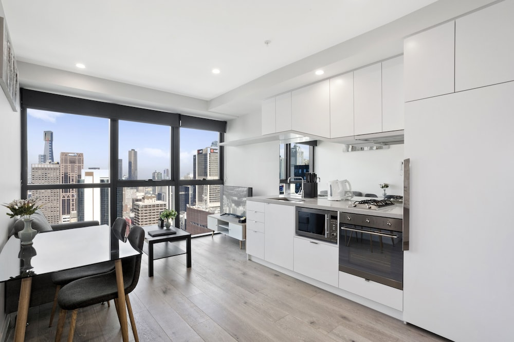 Platinum city serviced apartments deals reviews for Apartment design melbourne