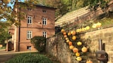 Bed & Breakfast Castle Hollywood - Amorbach Hotels