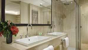 Frette Italian sheets, premium bedding, free minibar items, in-room safe