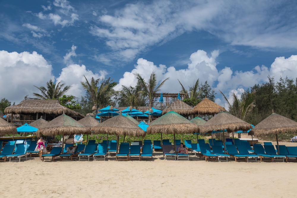 Little hoi an beach boutique hotel spa deals reviews for Beach boutique hotel