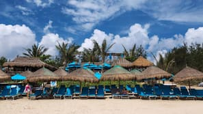 Beach nearby, free beach shuttle, sun-loungers, beach umbrellas