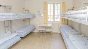 Schreibtisch, Bügeleisen/Bügelbrett, kostenpflichtige Babybetten