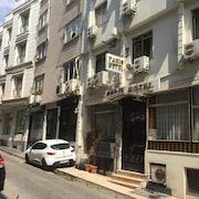 イスタンブール パリ ホテル & ホステル