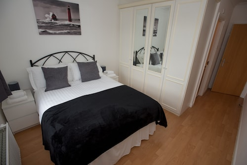 Celador Apartments - Regents Riverside Serviced Apartments