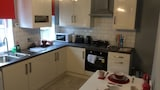 Platt Lane Service Apartment - Wigan Hotels