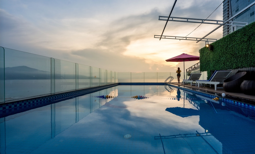 Rooftop Pool, Aria Hotel