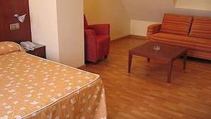 Minibar, coffre-forts dans les chambres, bureau, lits bébé (gratuits)