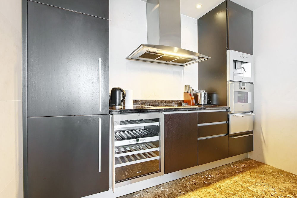Private Kitchen, Sky Apartments Rentals Service