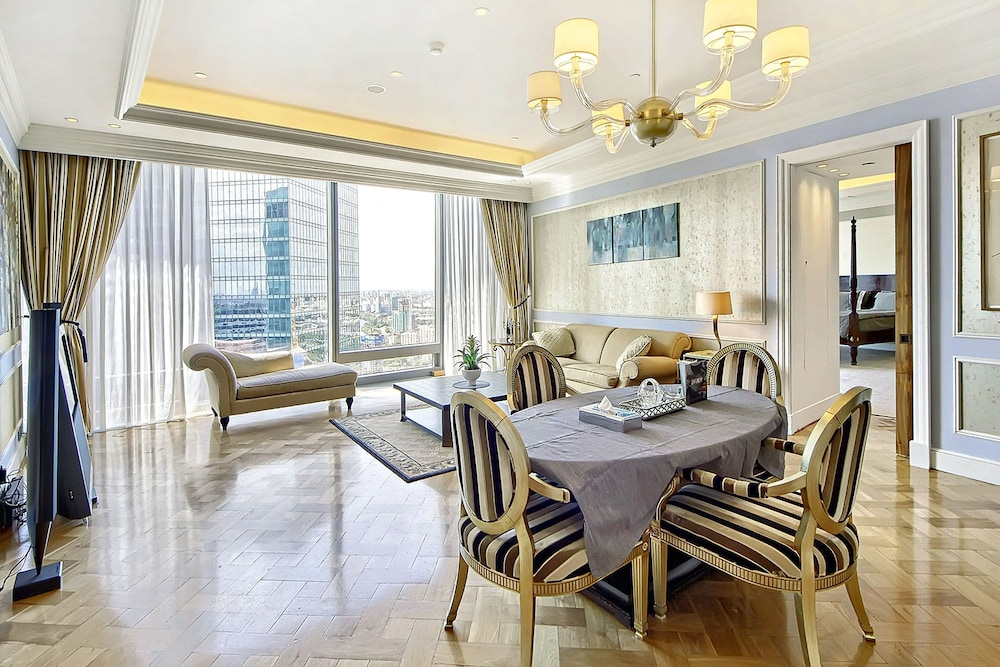 In-Room Dining, Sky Apartments Rentals Service