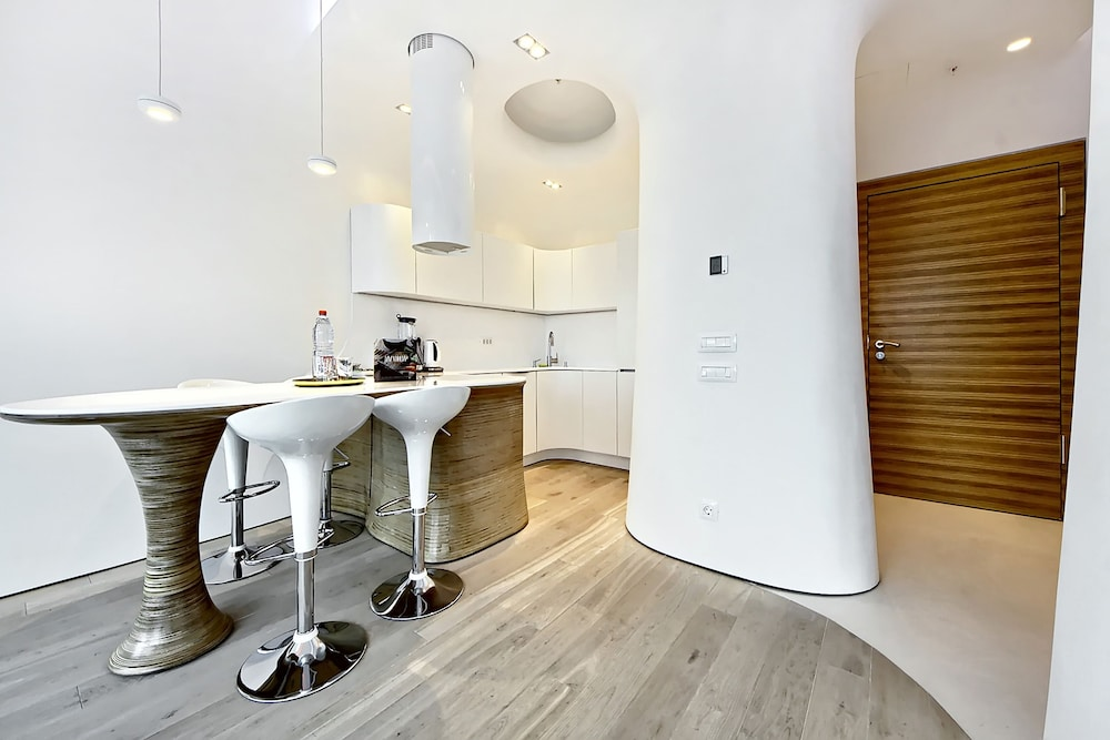 Private Kitchenette, Sky Apartments Rentals Service