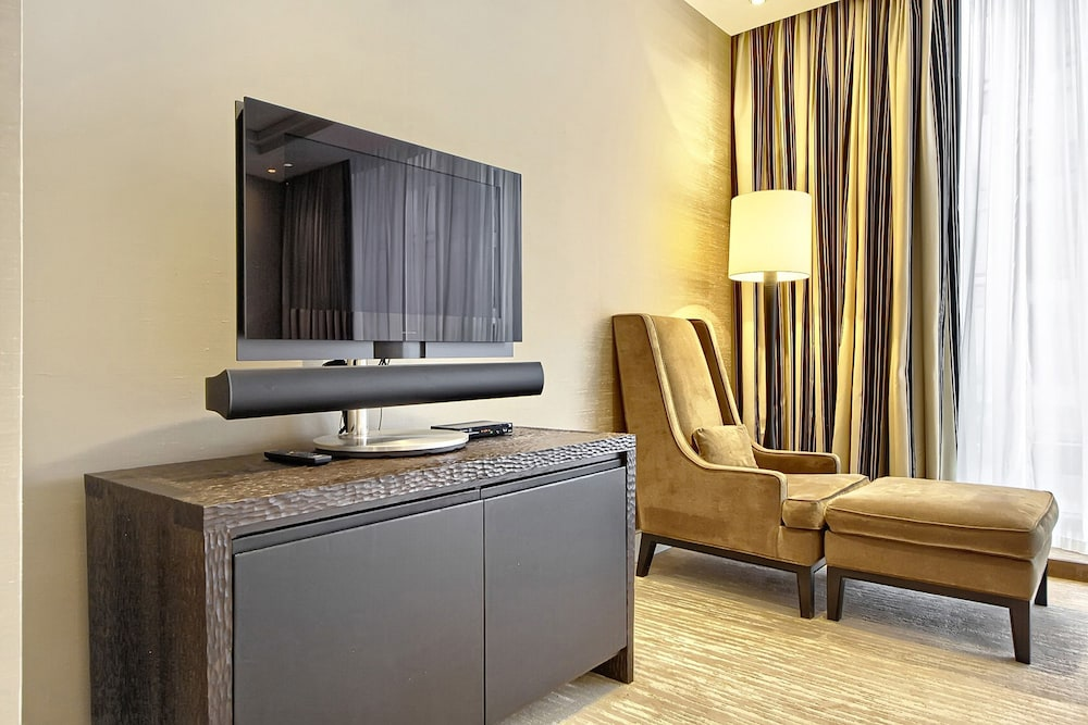 In-Room Business Center, Sky Apartments Rentals Service