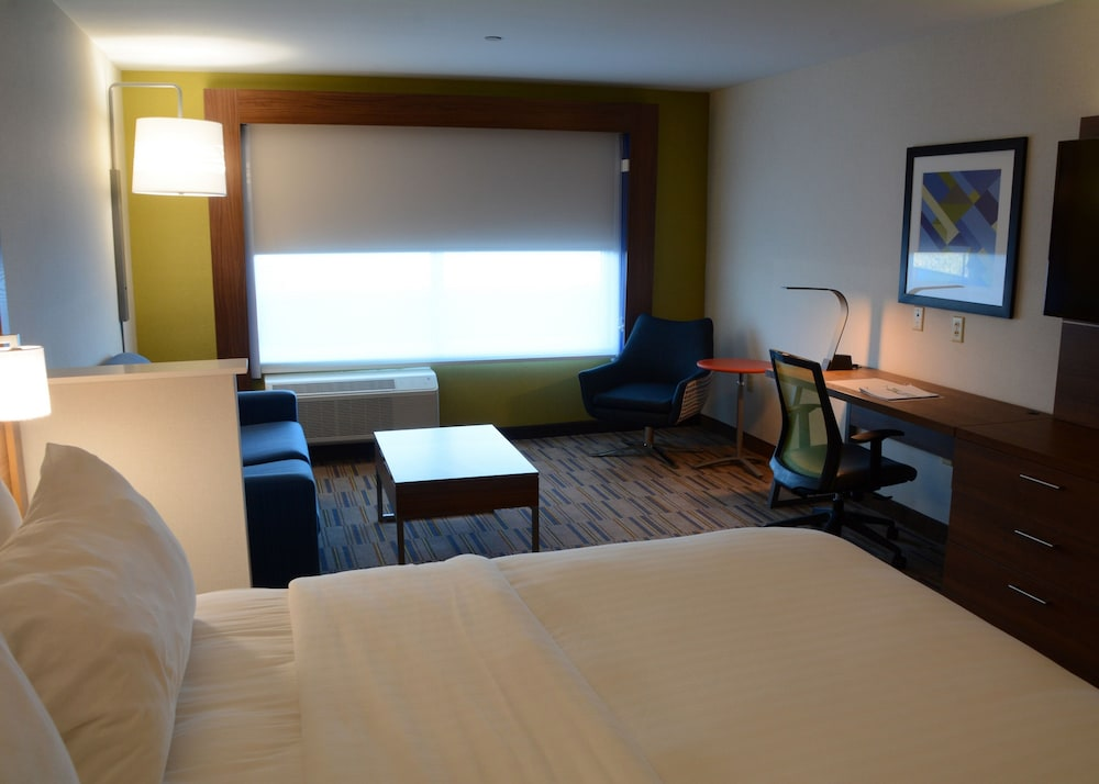 Room, Holiday Inn Express & Suites Pittsburgh - Monroeville