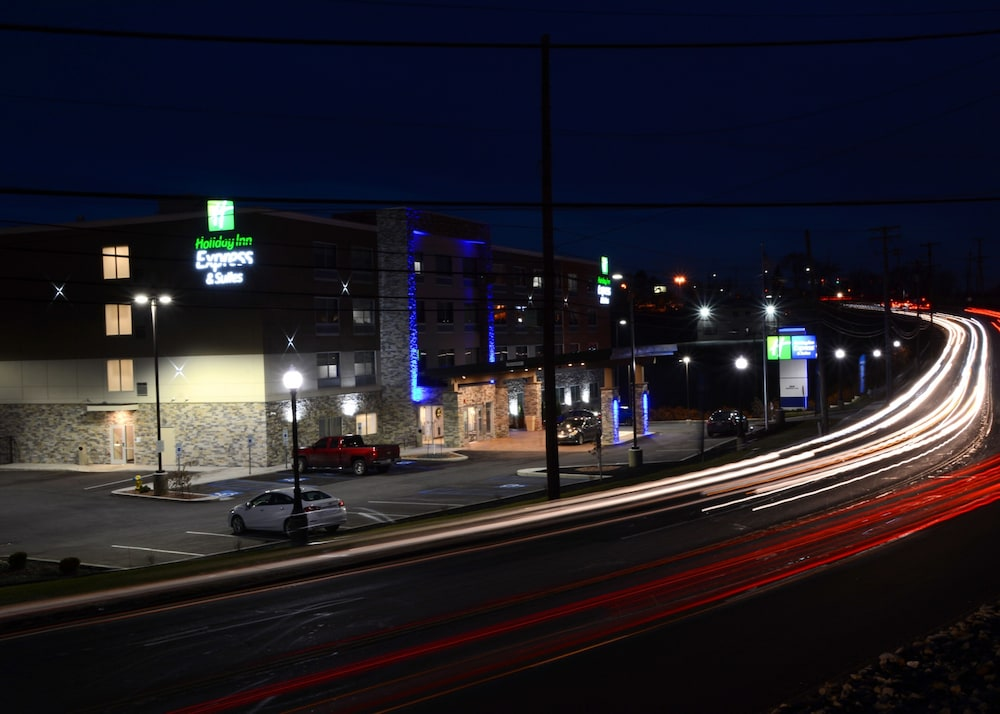 Rooftop terrace, Holiday Inn Express & Suites Pittsburgh - Monroeville