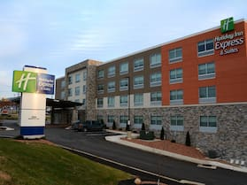 Holiday Inn Express & Suites Pittsburgh - Monroeville, an IHG Hotel