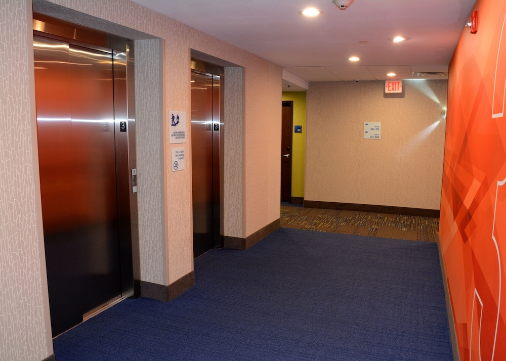 Interior, Holiday Inn Express & Suites Pittsburgh - Monroeville