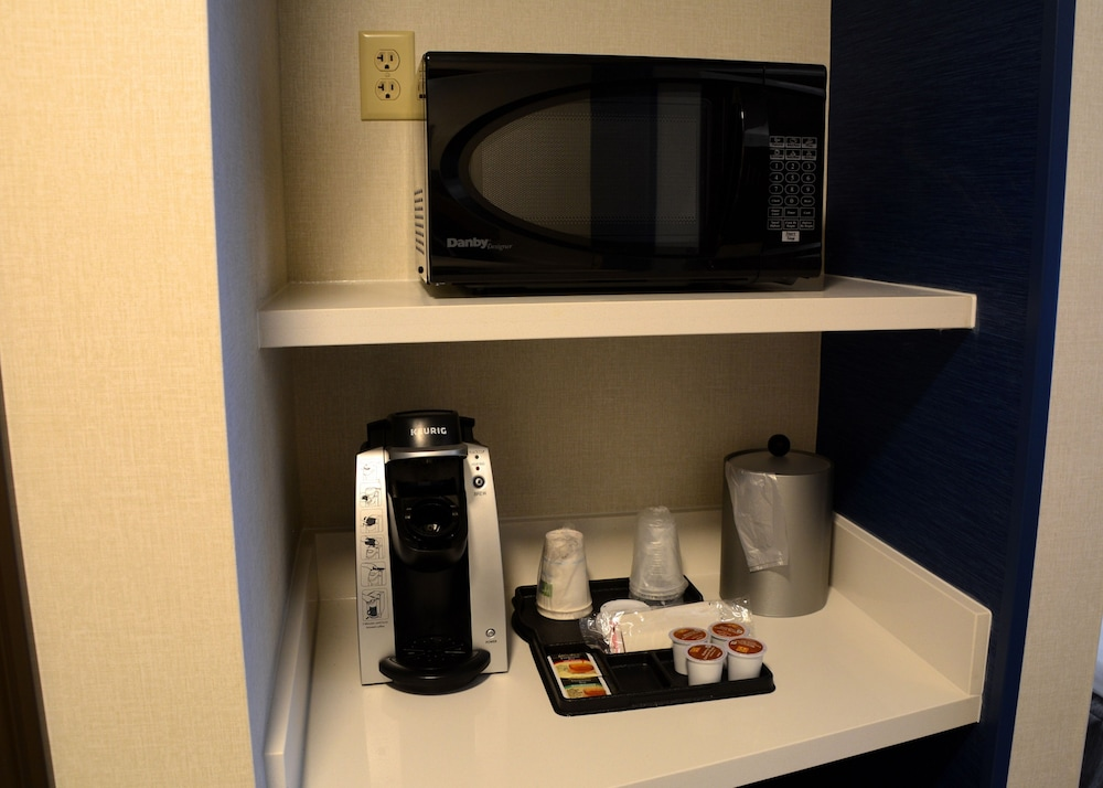 Room Amenity, Holiday Inn Express & Suites Pittsburgh - Monroeville