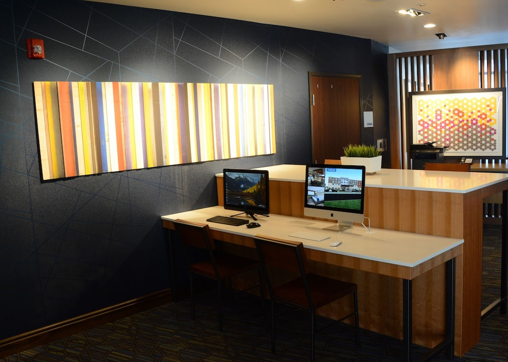 Business Center, Holiday Inn Express & Suites Pittsburgh - Monroeville