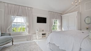 3 bedrooms, premium bedding, free minibar items, in-room safe