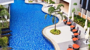 2 outdoor pools, open 8:00 AM to 10:00 PM, free pool cabanas