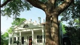 Twin Oaks Bed and Breakfast - Natchez Hotels