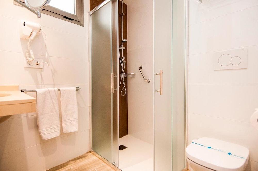 Cuarto de baño hotel censal