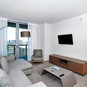 2 Bedrooms Apartment at Hallendale Beach 88359 by RedAwning