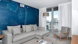 2 Bedrooms Apartment at Hallendale Beach 88363 by RedAwning - Hallandale Beach Hotels