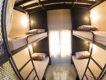 Urban Bed Hostel - Adults Only