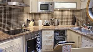 Micro-ondes, four, fourneau de cuisine, lave-vaisselle