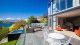 Absolute Lakefront - Queenstown Hotels