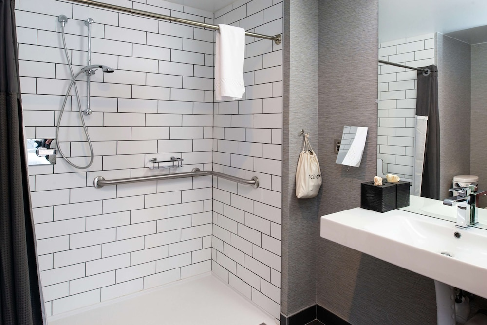 Bathroom, Distrikt Hotel Pittsburgh, Curio Collection by Hilton