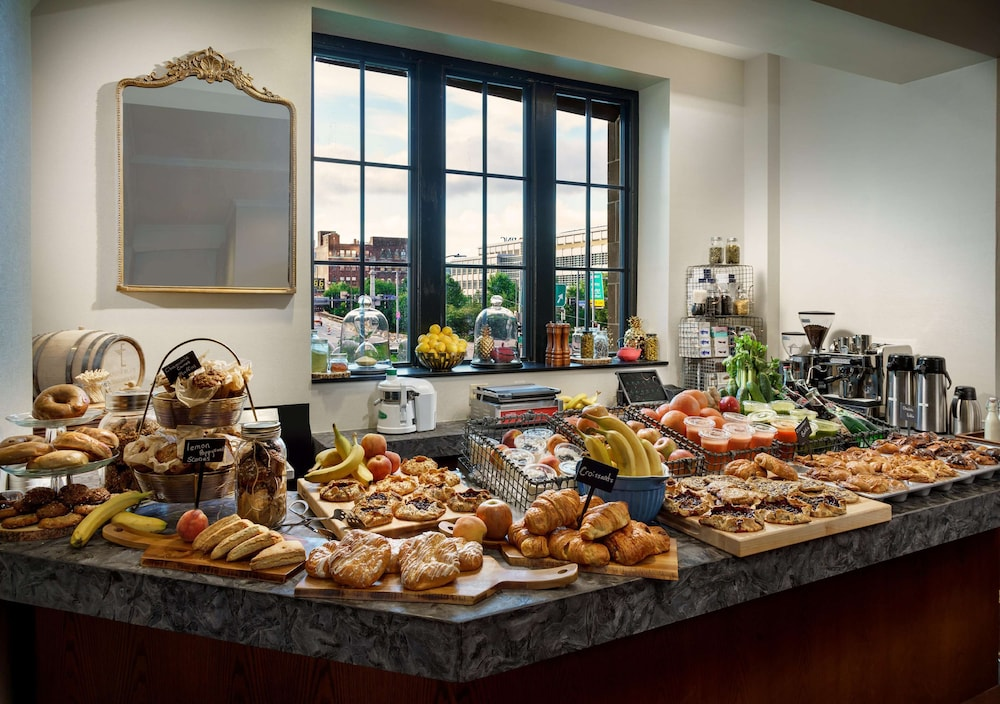 Breakfast Area, Distrikt Hotel Pittsburgh, Curio Collection by Hilton