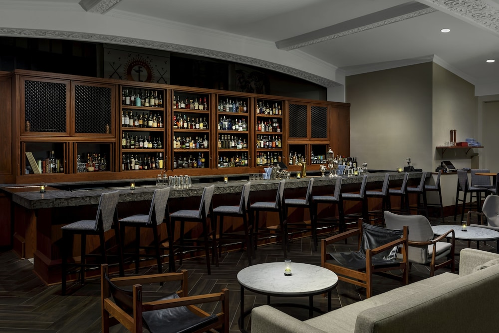 Bar, Distrikt Hotel Pittsburgh, Curio Collection by Hilton