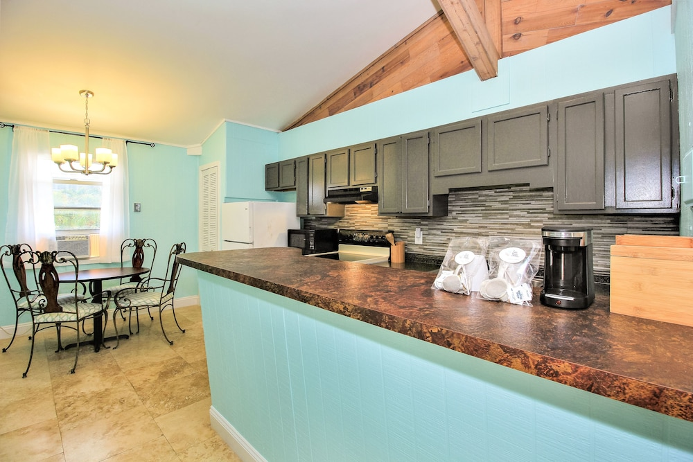 Private Kitchen, Sea Steps Suites