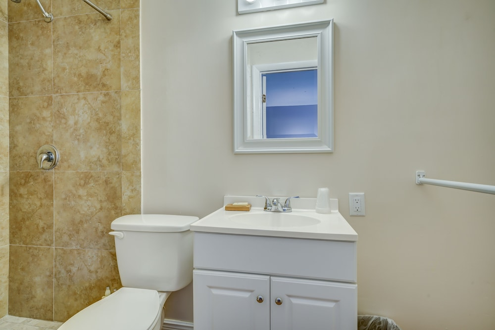Bathroom, Sea Steps Suites