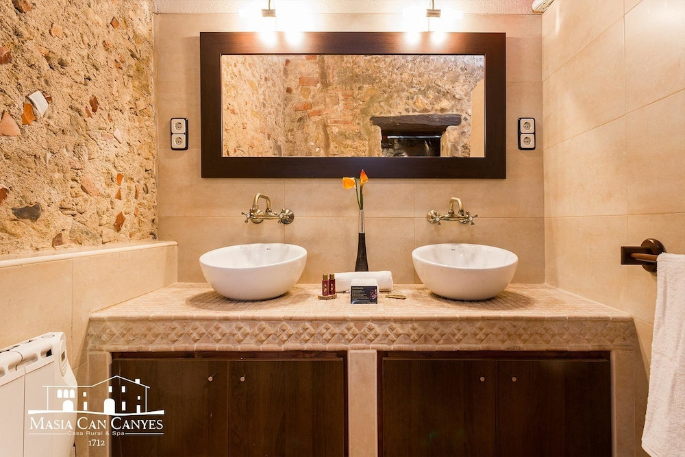Bathroom, Masia Can Canyes & Spa