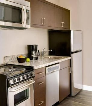 Private Kitchen, TownePlace Suites by Marriott Detroit Canton