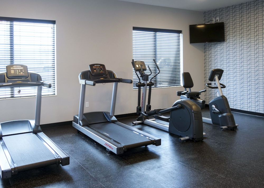 Fitness Facility, Country Inn & Suites by Radisson, New Braunfels, TX
