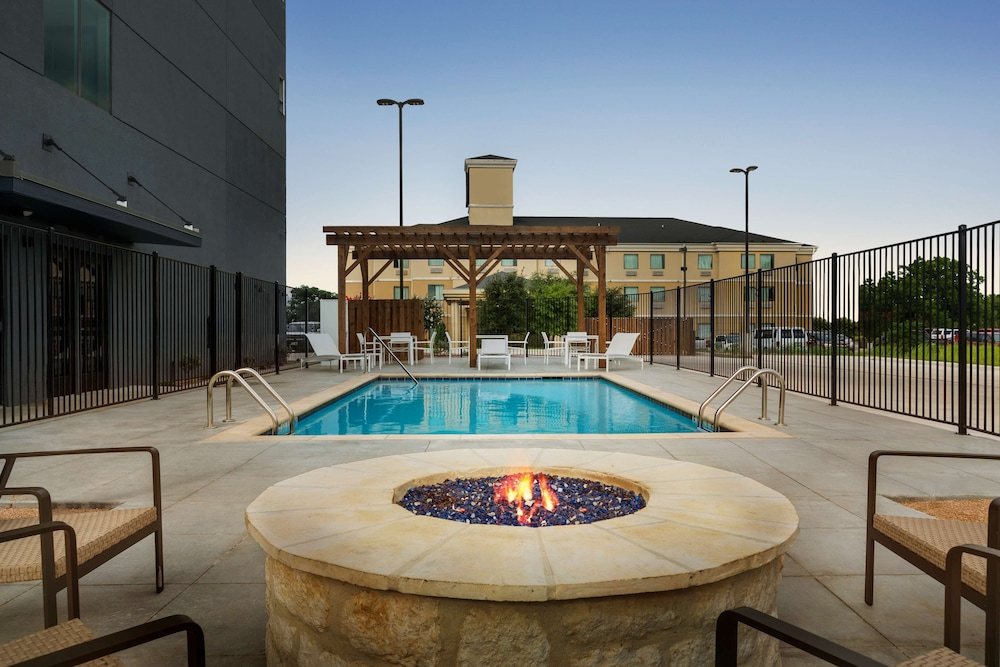 Terrace/Patio, Country Inn & Suites by Radisson, New Braunfels, TX