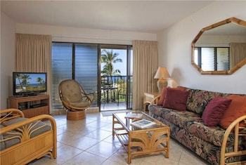 Kihei Akahi #D-414 1 bedroom condo by RedAwning
