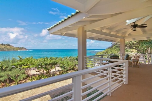 Moloa'a Bay Villa by RedAwning