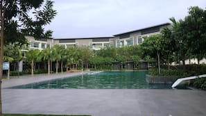 2 outdoor pools