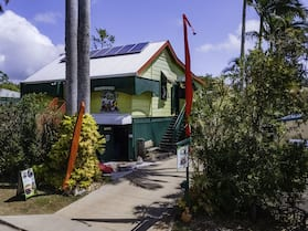 On The Wallaby Eco Lodge - Hostel