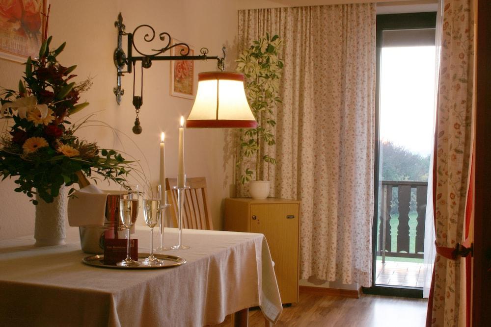 Flair Hotel zum Benediktiner Deals & Reviews (Schwarzach am Main ...