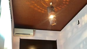 Blackout drapes, soundproofing, free WiFi