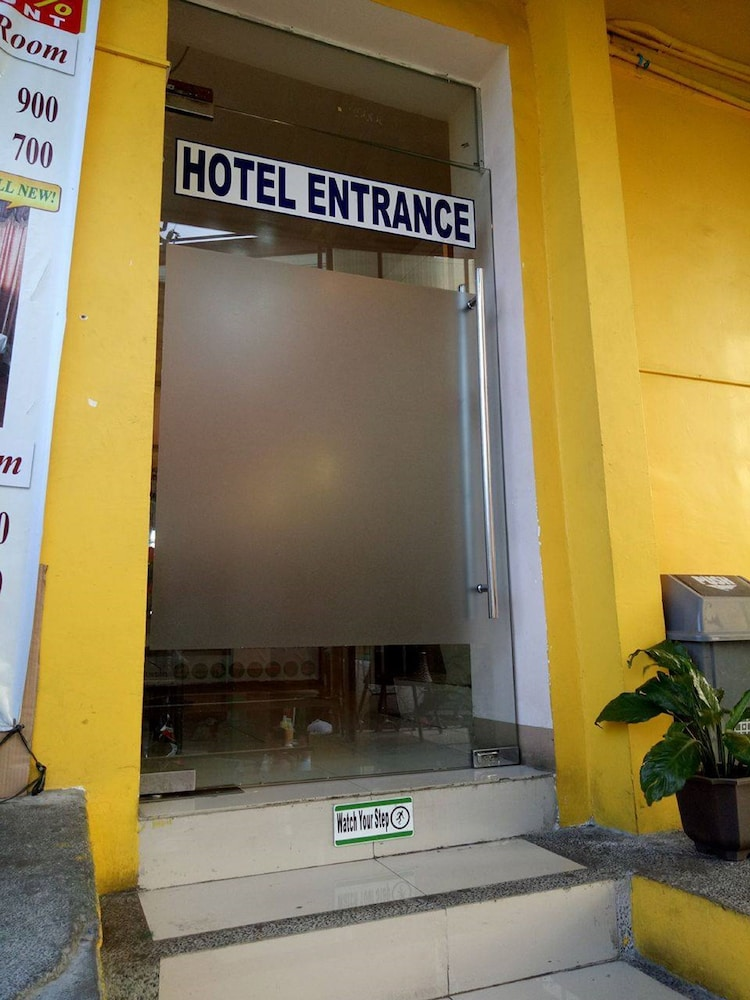 Property Entrance, Meaco Royal Hotel - Taytay