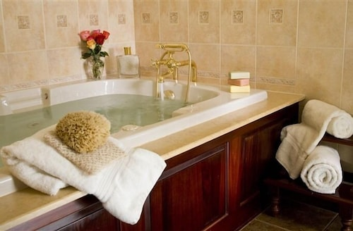 Deep Soaking Bathtub, The Inn at Bowman's Hill